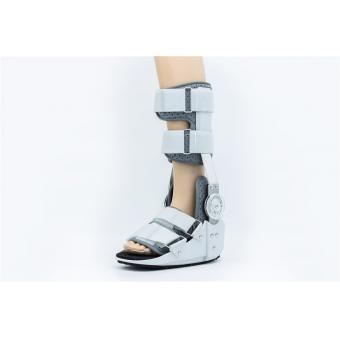 Hinged walking boot for palntar fasciitic