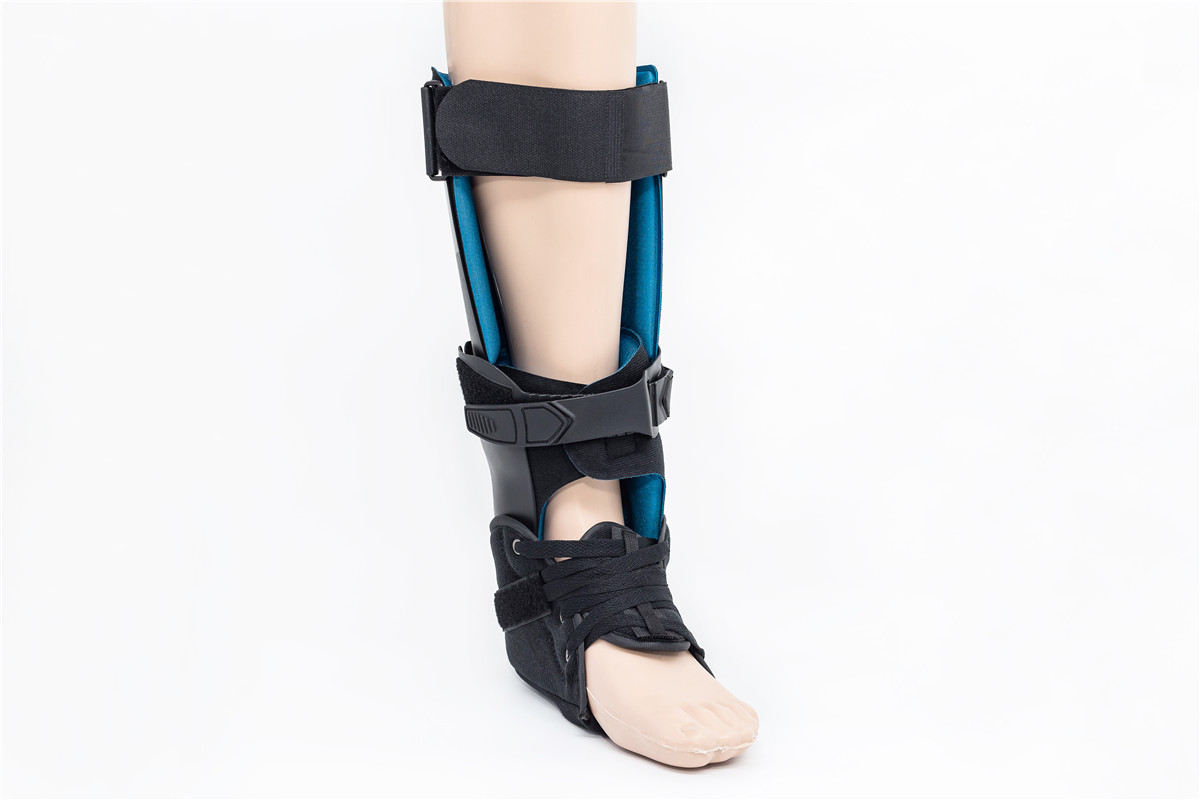 Othopedic motioned hinged laced up ankle braces